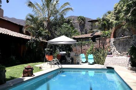 Complete unit & nice Apartment flor del Paraiso