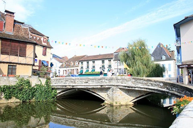 Salies-de-Béarn 35 km