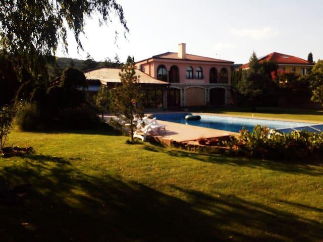 Villa Green Garden mit privatem Swimmingpool