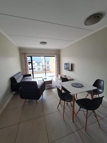 Perfectly located in the heart of plush Kyalami.