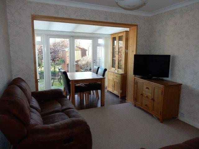 Single room in homely flat - Sutton - Apartemen