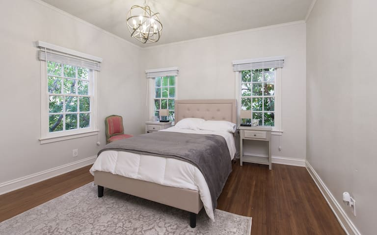 Second Bedroom w Full Size Bed