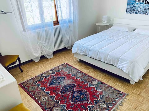 Conegliano Entire Flat with balcony - A/C+ Parking