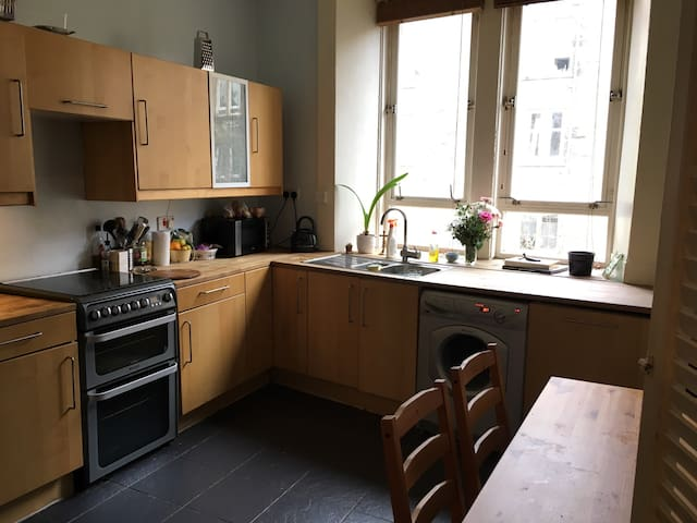 Spacious one bedroom flat west end - Glasgow - Lägenhet