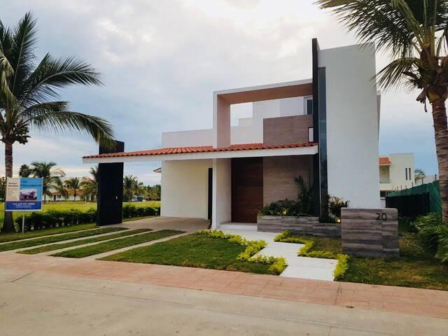 Newly Furnished 3 Bedroom Luxury Villa in El Tigre