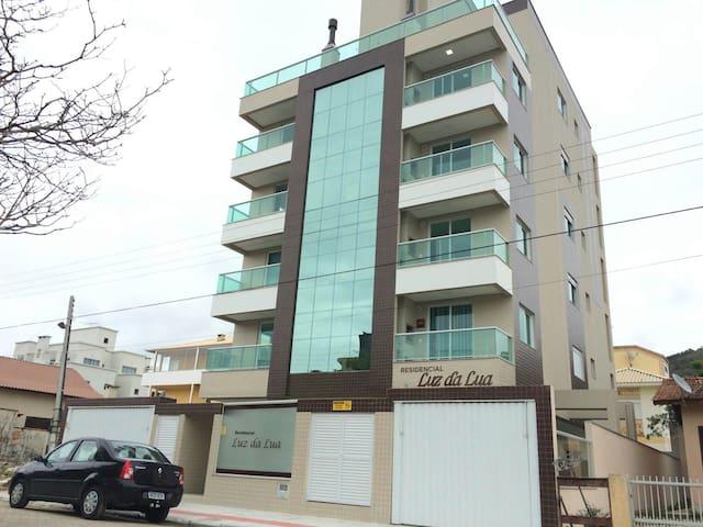 Lindo Apartamento 70 metros do mar - Governador Celso Ramos - Leilighet