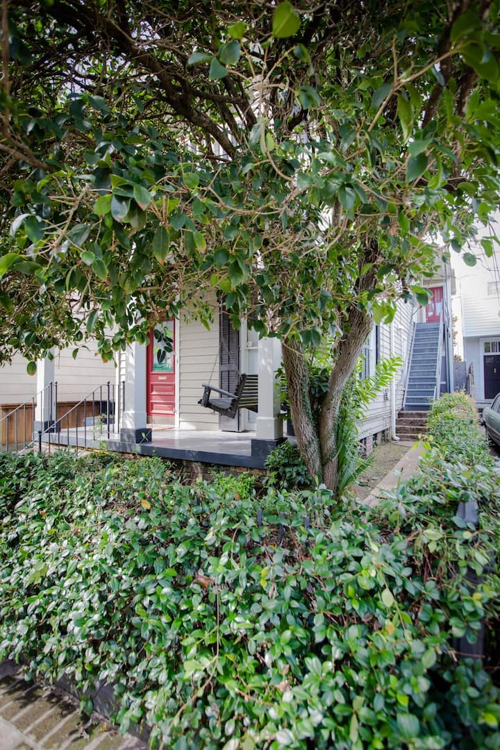 Studio Retreat: Steps away from St Charles Ave