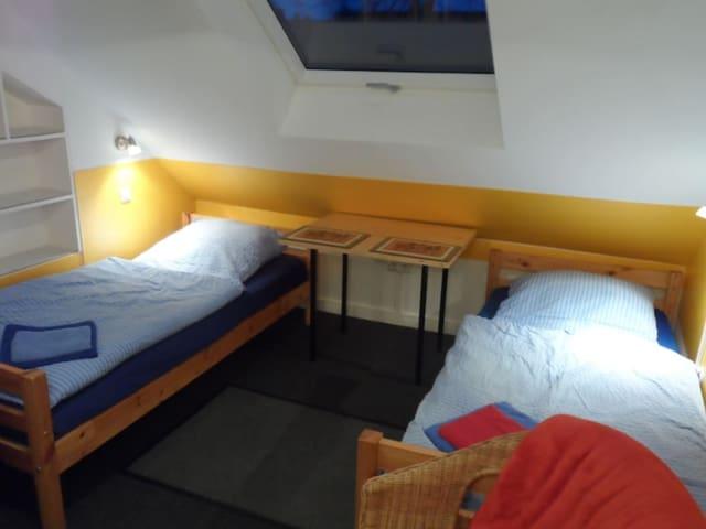 Gemütliches Dachzimmer/Cosy attic room - Zentral - Hannover - Ev