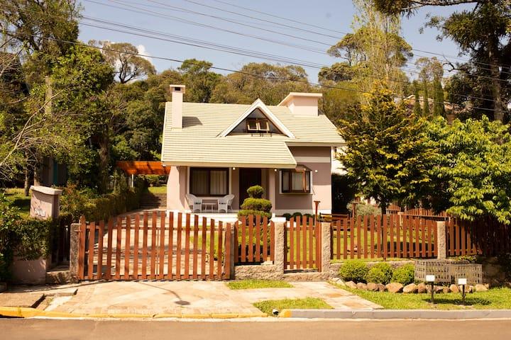 Casa Bacana-sinuca-bosque-carteado-Wi Fi-SuperHost