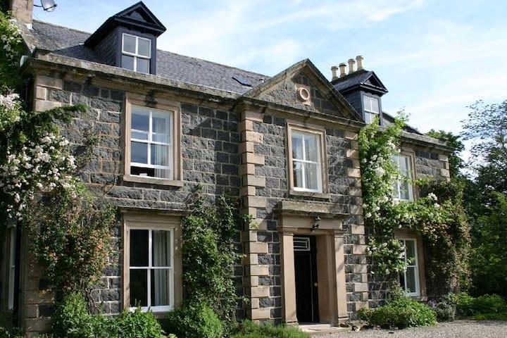 Kirkton House - 200yr old Scottish Manor House