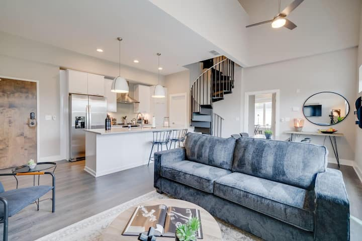 Jurny | Vanderbilt | Touchless 2 Bedroom