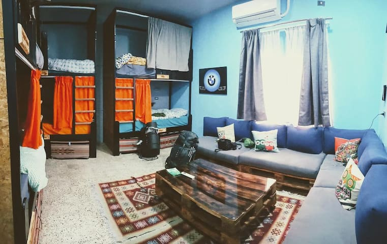 Carob Hostel 6-Beds Mix Dorm *Madaba
