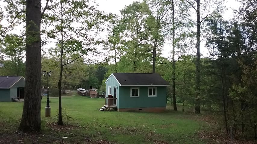First Cabin at Emmaus Place - Moravian Falls - Stuga