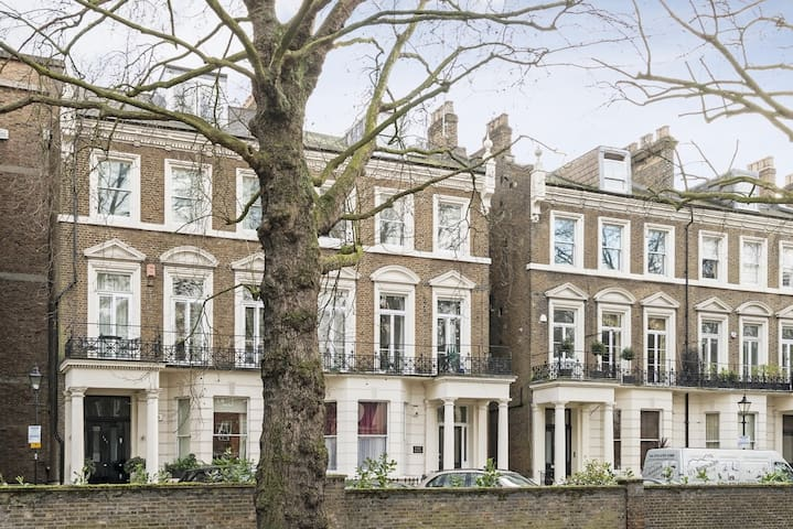 Large 1 bedroom flat next to Holland Park