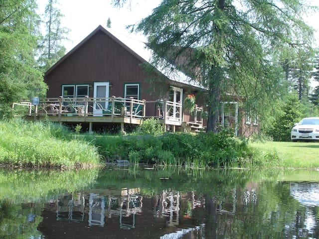 Quiet lakeside cottage near Titus Ski Resort