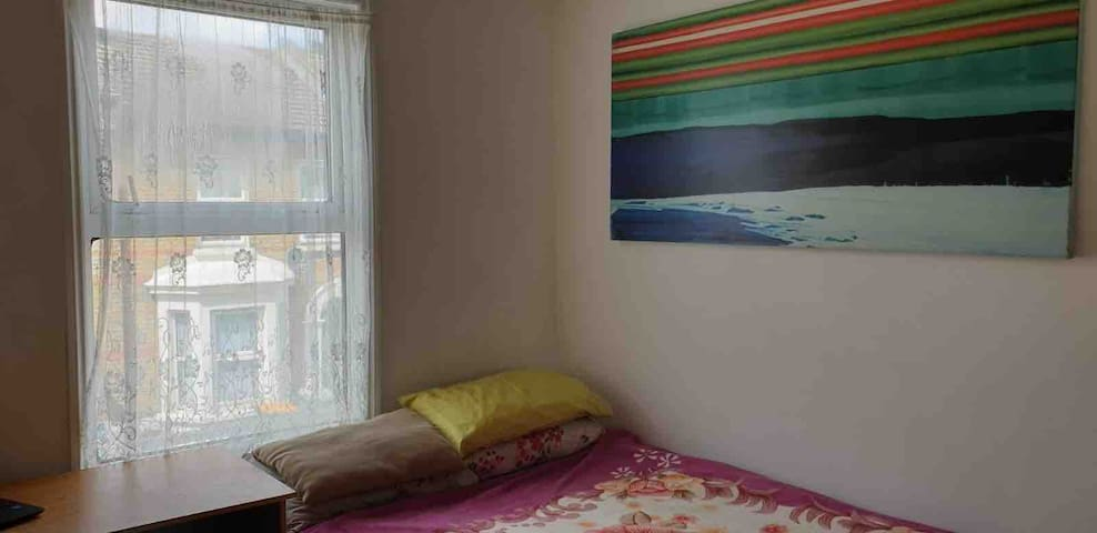 Double room in a lovely shared place as Home
