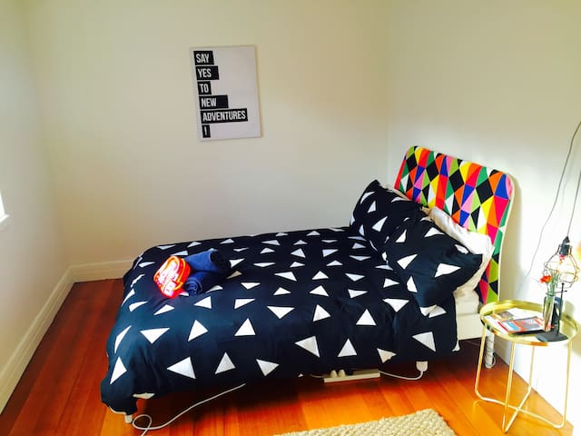 Sunny & Spacious room in beautiful East Melbourne