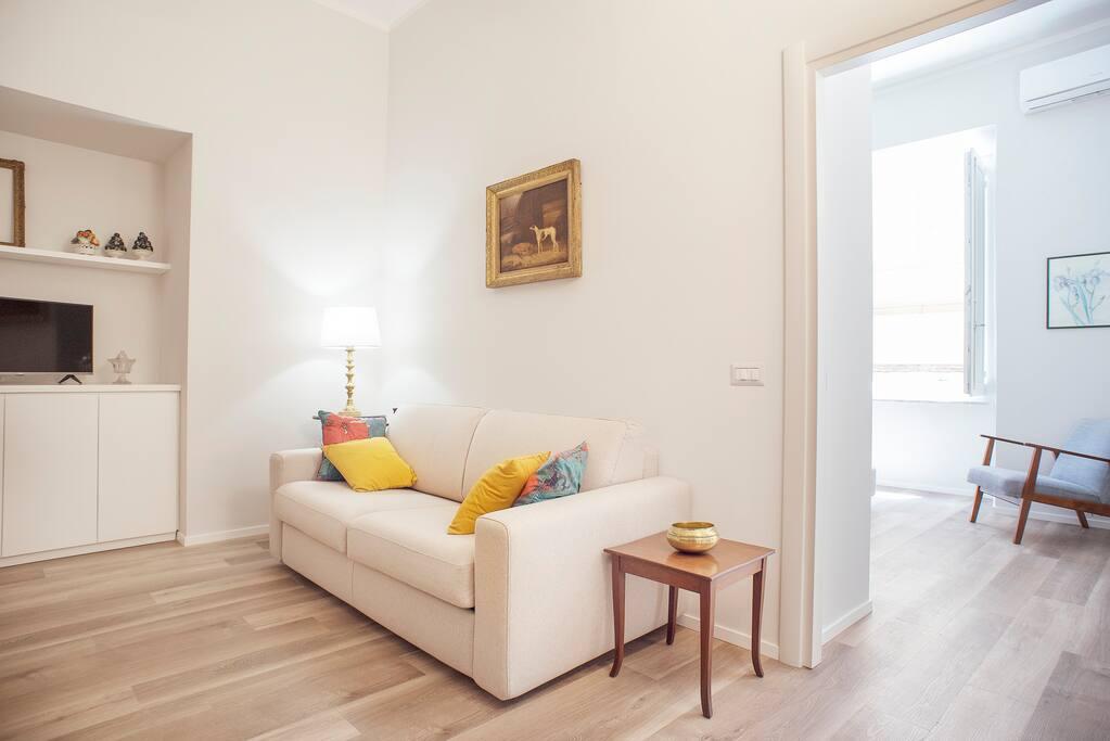 Zona living con divano letto matrimoniale