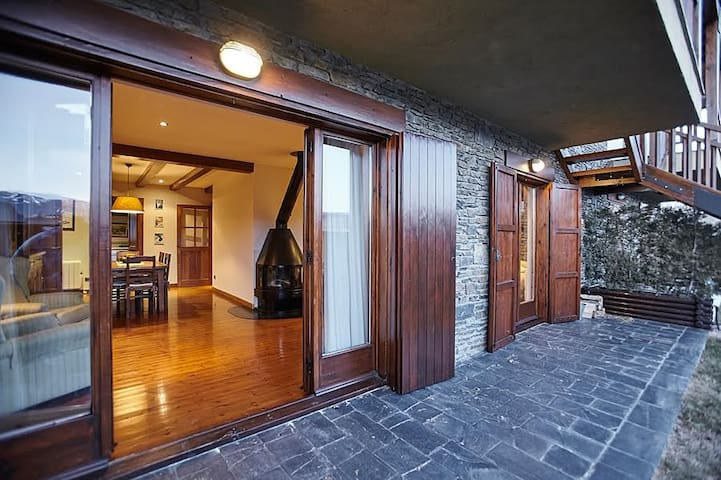 Precioso apartamento en Bolvir con jardín-piscina - Bolvir