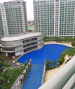 2 BR Hol. Condo Fully Furnished - Paranaque City