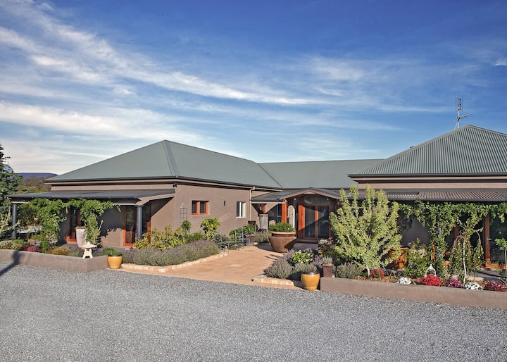 Bathurst Total Luxury  - Large Home  Accomodation