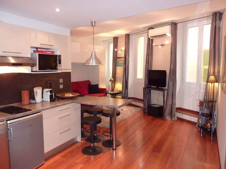 Canary Wharf large bright luxury apartment