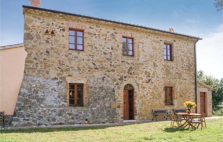 Holiday cottage with 7 bedrooms on 230 m² in Semproniano GR