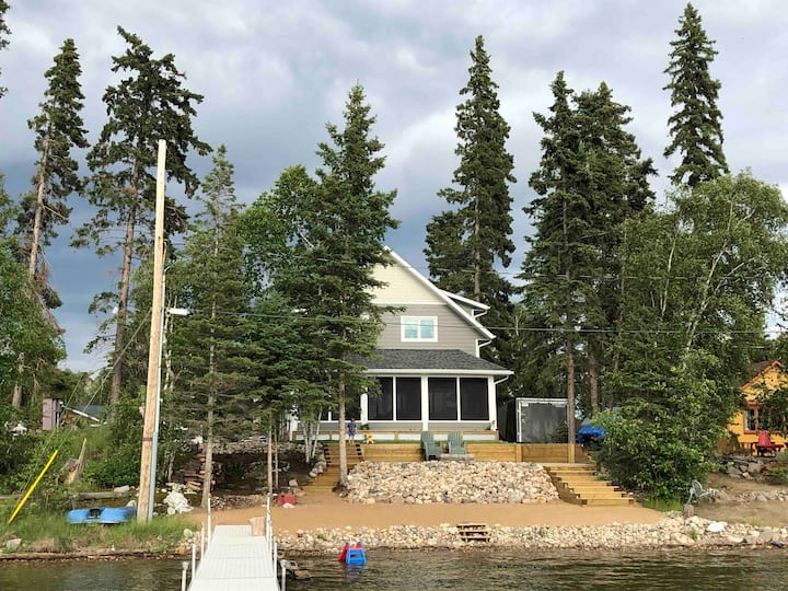 Beautiful Lake Front Cottage at Emma Lake