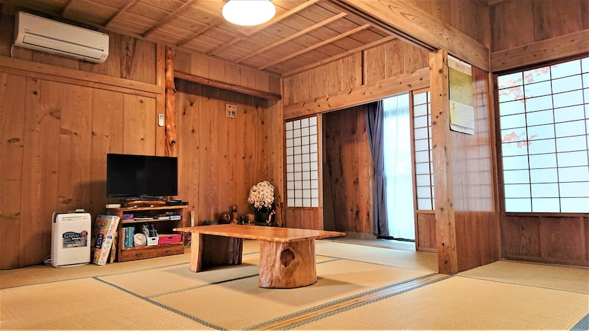 A wide and quiet reserved cottage made of Yakusugi