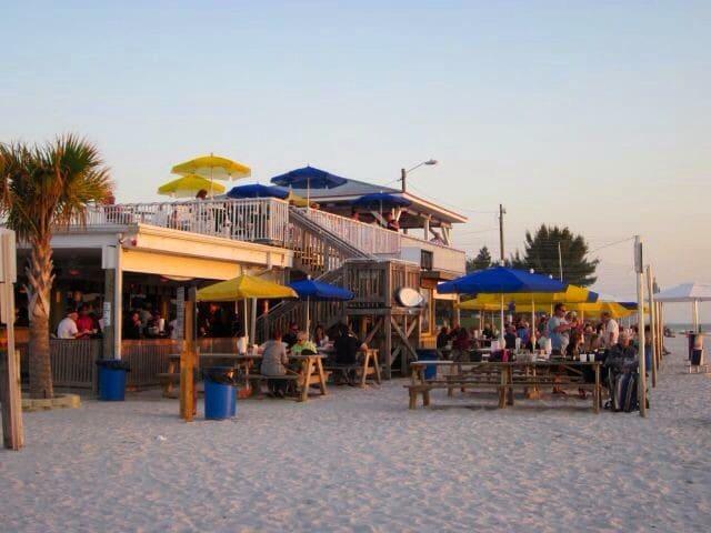 Quiet, 3 Bed, Sunset Beach Getaway - Treasure Island - Rumah