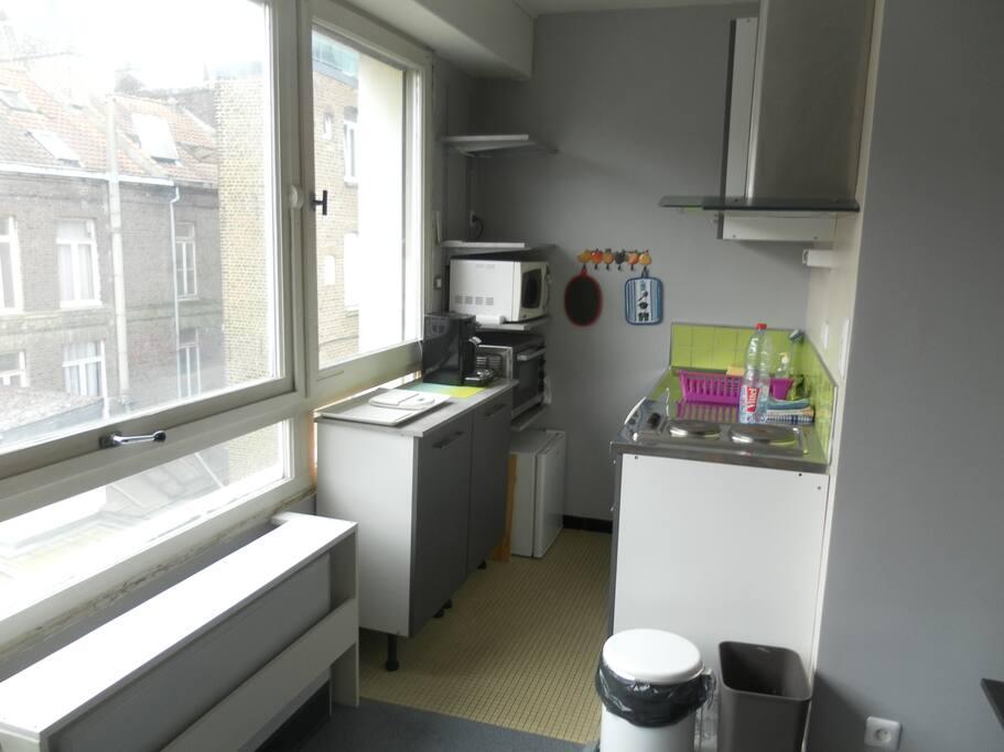 joli studio proximit lille centre appartements louer lille hauts de france france. Black Bedroom Furniture Sets. Home Design Ideas
