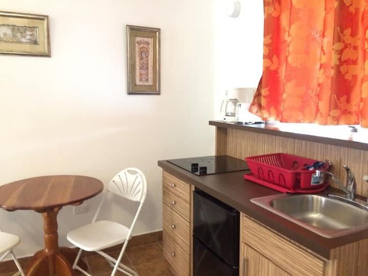 Two double-bed with fully kitchen at Easy Inn