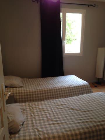 pour rappel  les linges ne sont pas fournis. les lits font 80x200 ou 160x200