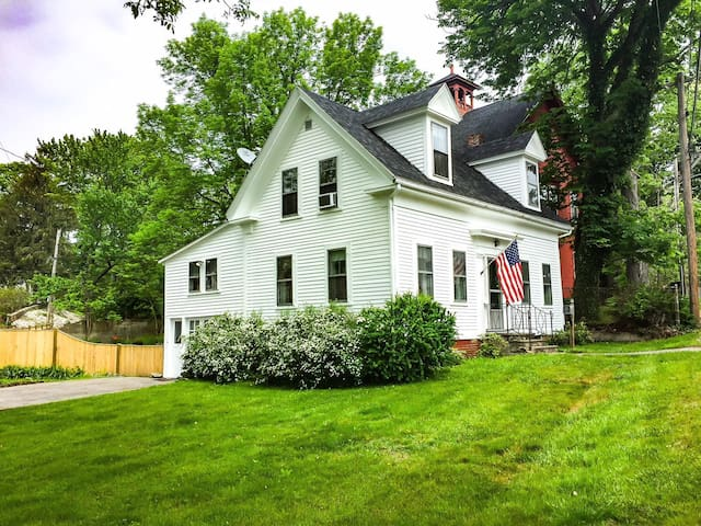 Family Friendly 2BR Coastal Kittery Home for 6