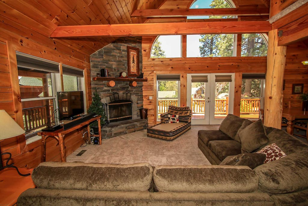 Couch,Furniture,Fireplace,Hearth,Hardwood