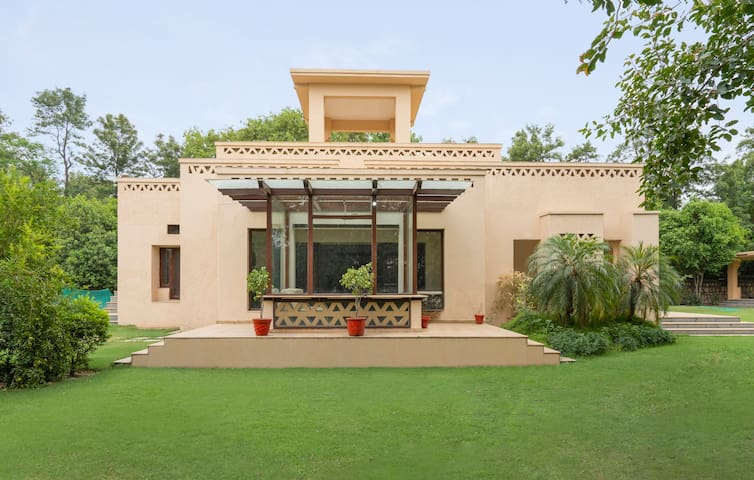 Opulent 3-bedroom villa with a garden/73505