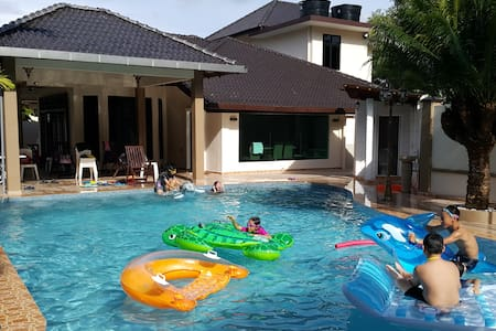 """Memories Homestay 2 """" The Vacation House """" Pax 30+"""