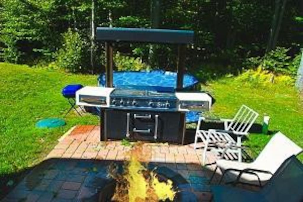 Outdoor Pool, BBQ grill and F