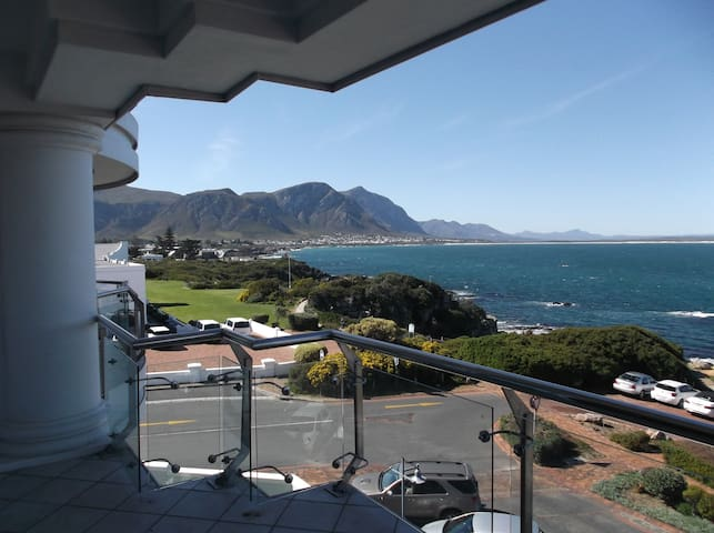 Ocean Rhythm Hermanus  Central & Great sea views