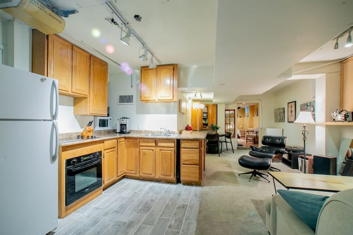 Cozy, convenient basement apartment in Midtown