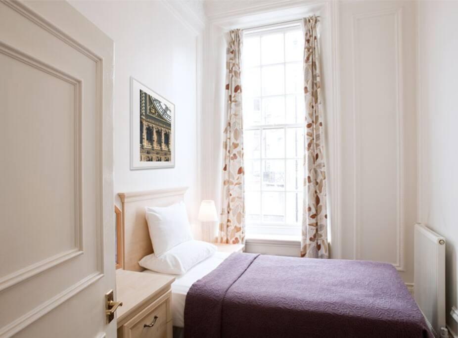 Single bed in flat 5