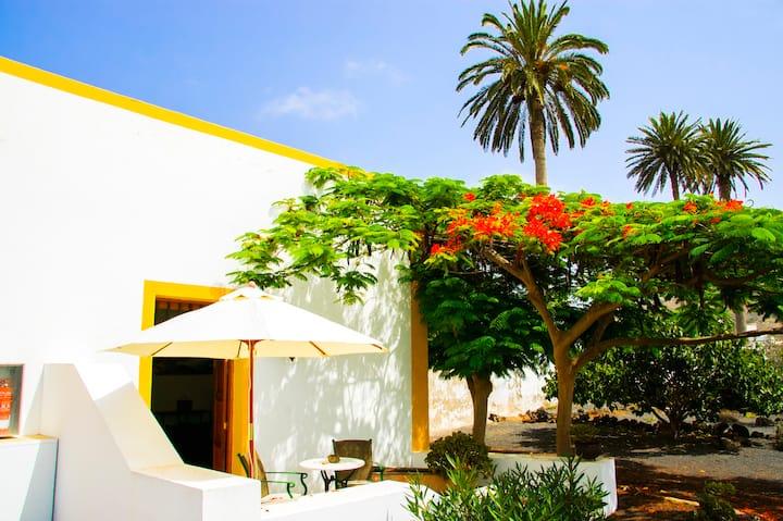 """Apartamento La Troja  """"Casa Rural Lola y Juan"""""""