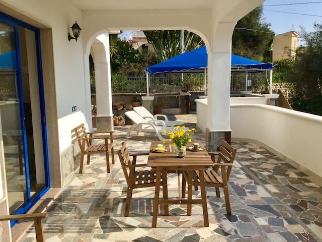 Casa dei Crostacei, spiaggia Gallina, Villa Ione - Gallina - House