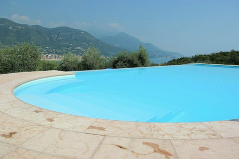 Luxurious Holiday Home in Salò with Swimming Pool