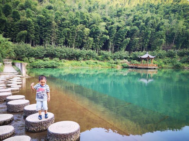 【特惠】竹海山景大床房II (免费停车,近南山竹海、大觉寺、太极洞)
