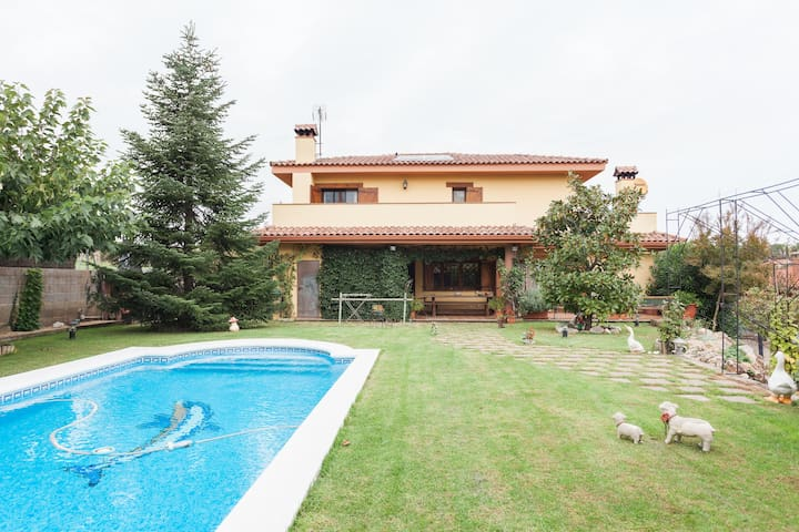 Casa familiar con piscina privada