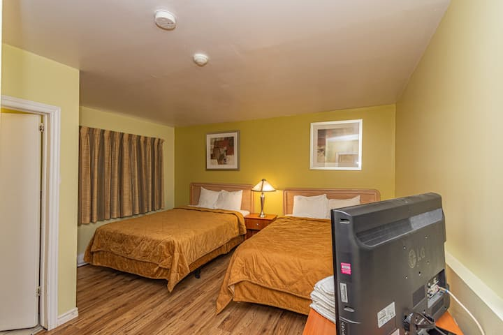 Family Suite 2 ROOMS (3 QUEEN  BEDS) NIAGARA FALLS