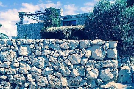 The Flintstone guest house near the sea - Košljun - Rumah