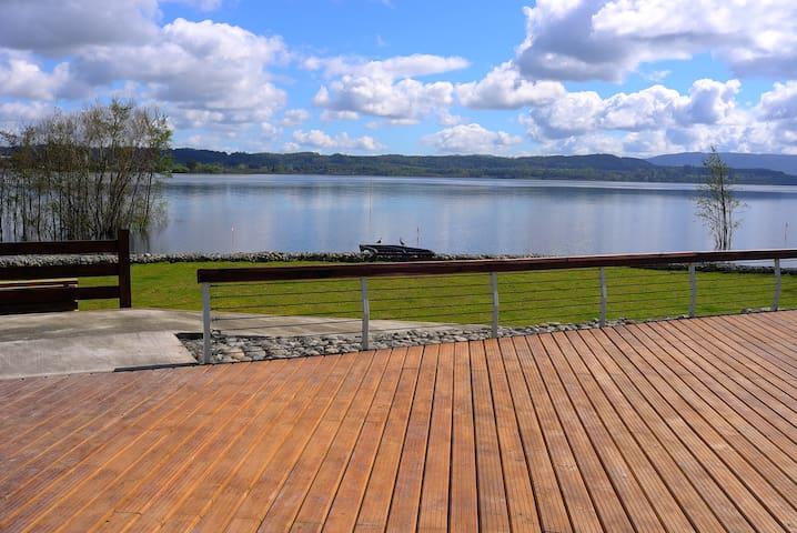 Disfrute lago y ciudad!