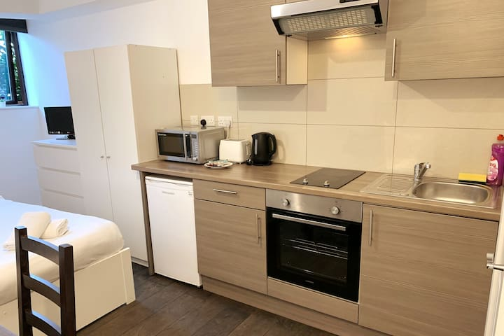 Private fully Ensuite Apartment with Kitchenette